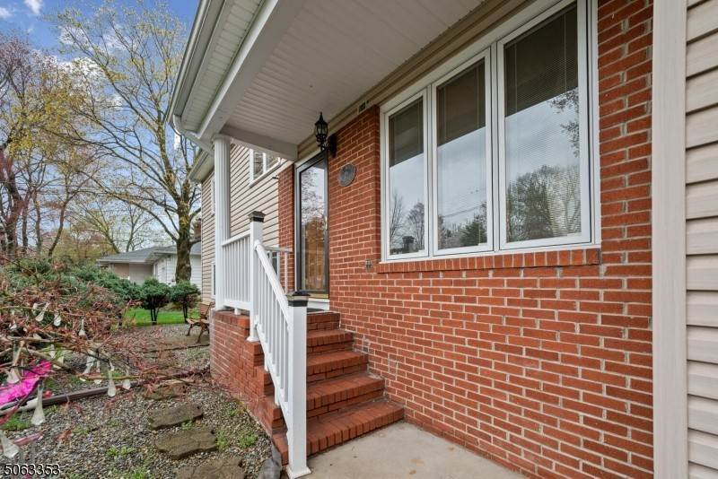 Single Family Homes voor Verkoop op 12 Milton Avenue East Brunswick Township, New Jersey 08816 Verenigde Staten