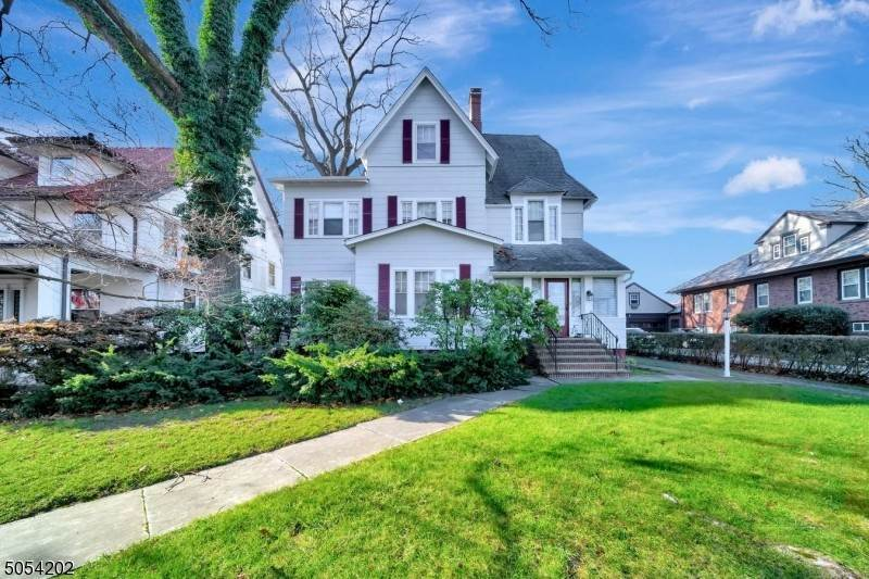 Single Family Homes per Vendita alle ore 272 Ridgewood Avenue Glen Ridge, New Jersey 07028 Stati Uniti