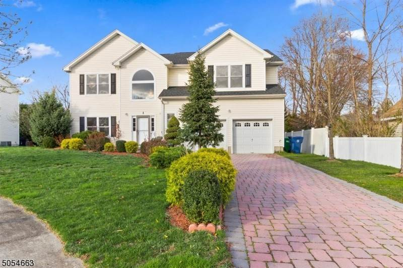 Single Family Homes 為 出售 在 1 Beverly Street Fanwood, 新澤西州 07023 美國