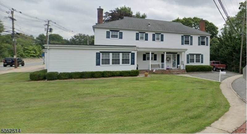 Single Family Homes para Venda às 78 Diamond Spring Road Denville, Nova Jersey 07834 Estados Unidos