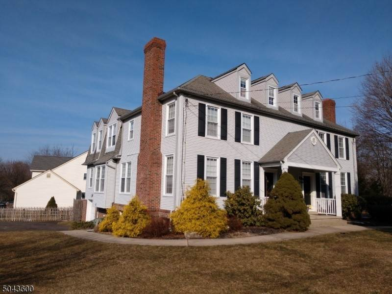 Single Family Homes pour l Vente à 124 LEIGH Street Clinton, New Jersey 08809 États-Unis