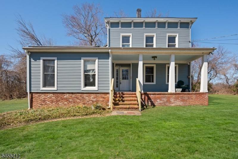 Single Family Homes voor Verkoop op 271 Dunhams Corner Road East Brunswick Township, New Jersey 08816 Verenigde Staten