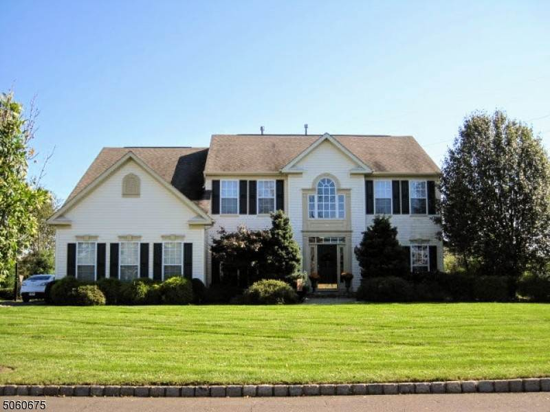 Single Family Homes للـ Sale في 14 Sunflower Road Franklin Township, New Jersey 08873 United States