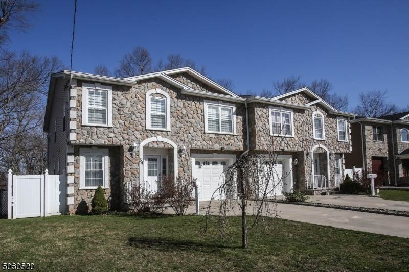 Single Family Homes pour l Vente à 54 Fournier Crescent Elmwood Park, New Jersey 07407 États-Unis