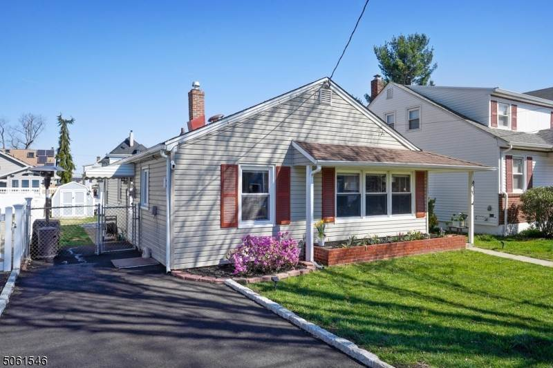 Single Family Homes pour l Vente à 420 Beech Avenue Garwood, New Jersey 07027 États-Unis
