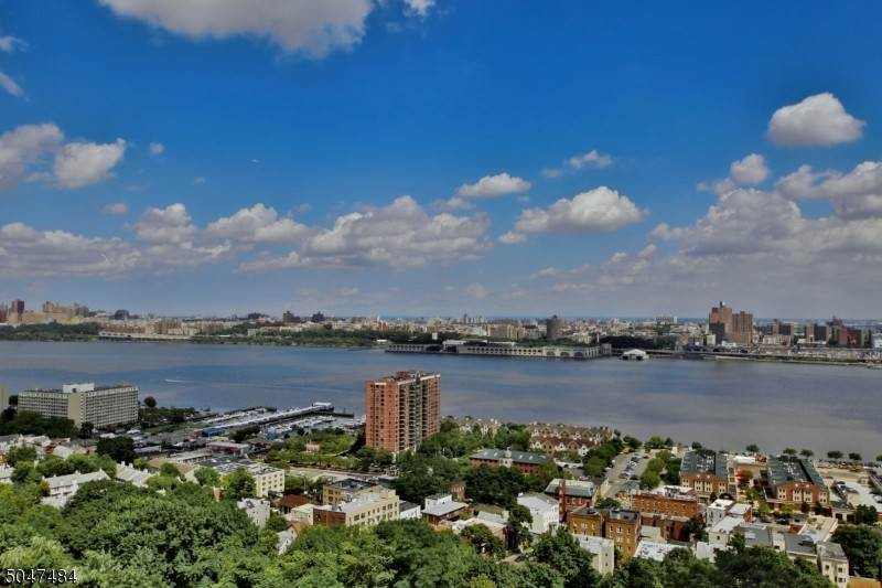 Condo / Townhouse for Sale at 100 CARLYLE DRIVE-CN17K Cliffside Park, New Jersey 07010 United States