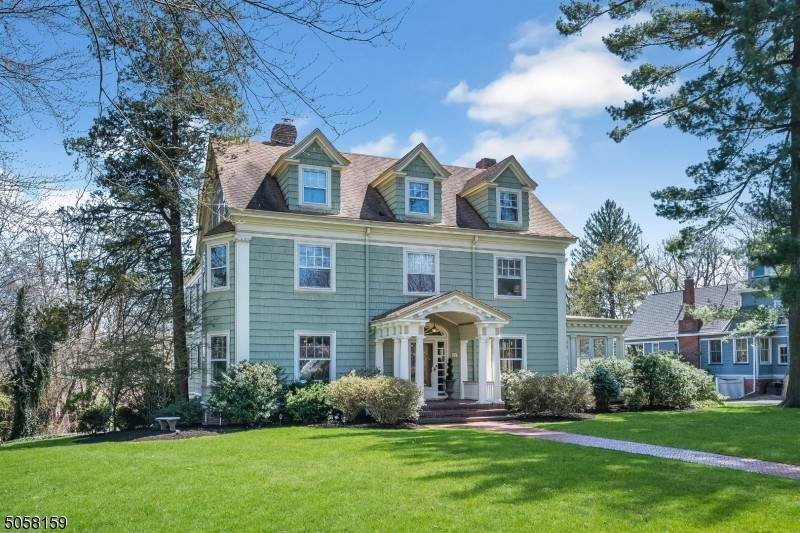 Single Family Homes per Vendita alle ore 77 Highland Avenue Glen Ridge, New Jersey 07028 Stati Uniti