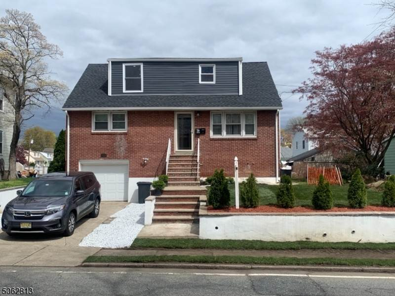 Multi-Family Homes pour l Vente à 425 River Drive Elmwood Park, New Jersey 07407 États-Unis