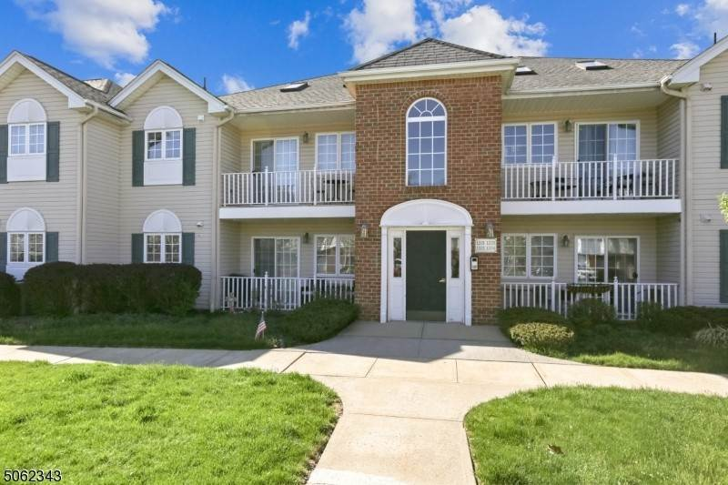 Condo / Townhouse for Sale at 105 Roseland Avenue Caldwell, New Jersey 07006 United States
