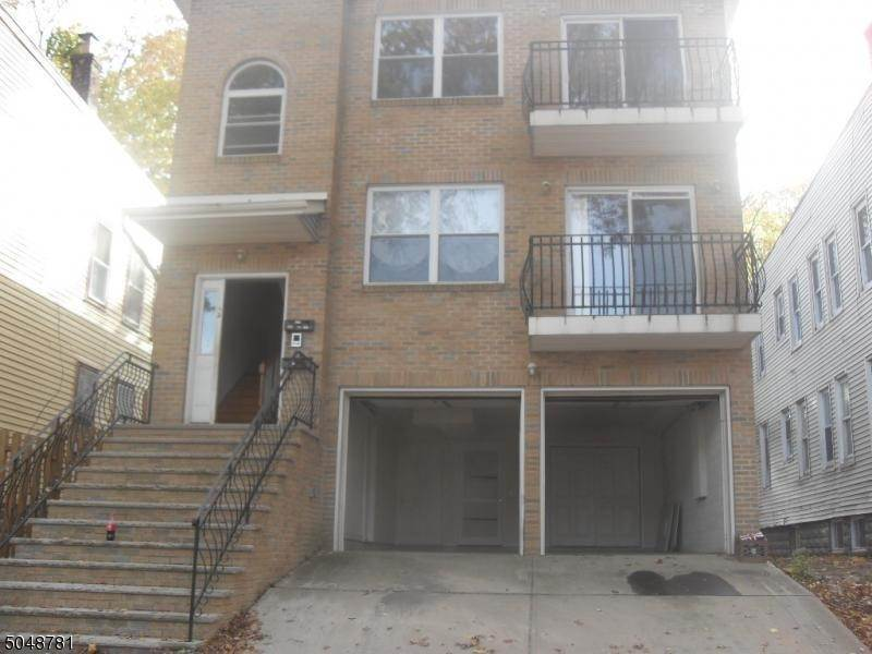 Multi-Family Homes 为 销售 在 43 Schuyler Ter East Orange, 新泽西州 07017 美国