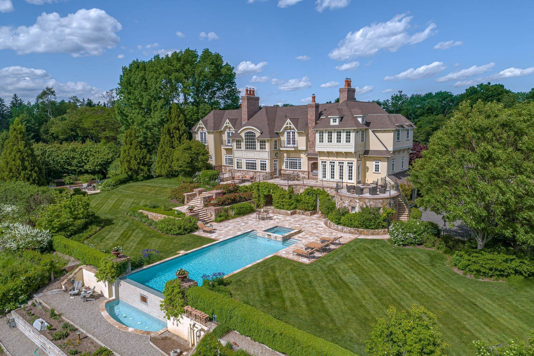 Single Family Homes pour l Vente à European Inspiration Balanced With American Elegance 23 Corey Lane Mendham, New Jersey 07945 États-Unis