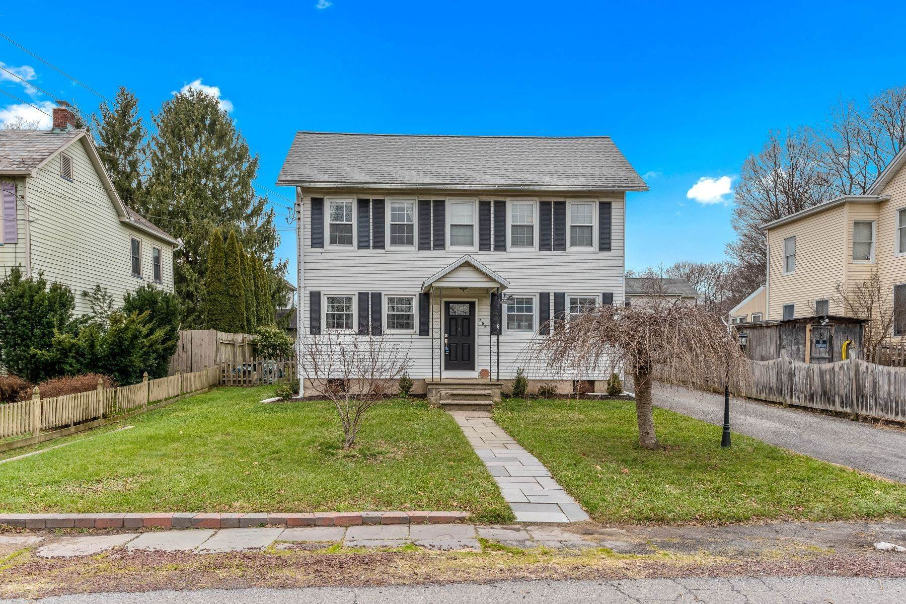 Single Family Homes のために 売買 アット Move Right In! 403 Warren Street Greenwich Township, ニュージャージー 08886 アメリカ