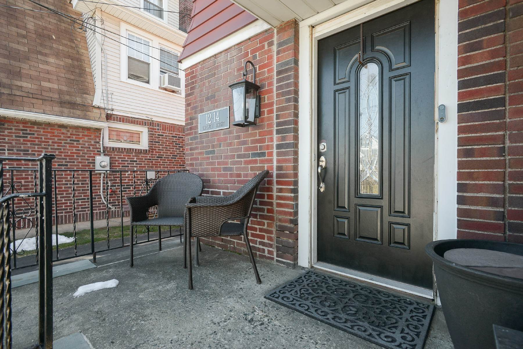 Single Family Homes için Satış at Beautiful Colonial in the Heart of Town! 12-14 12th Street Fair Lawn, New Jersey 07410 Amerika Birleşik Devletleri
