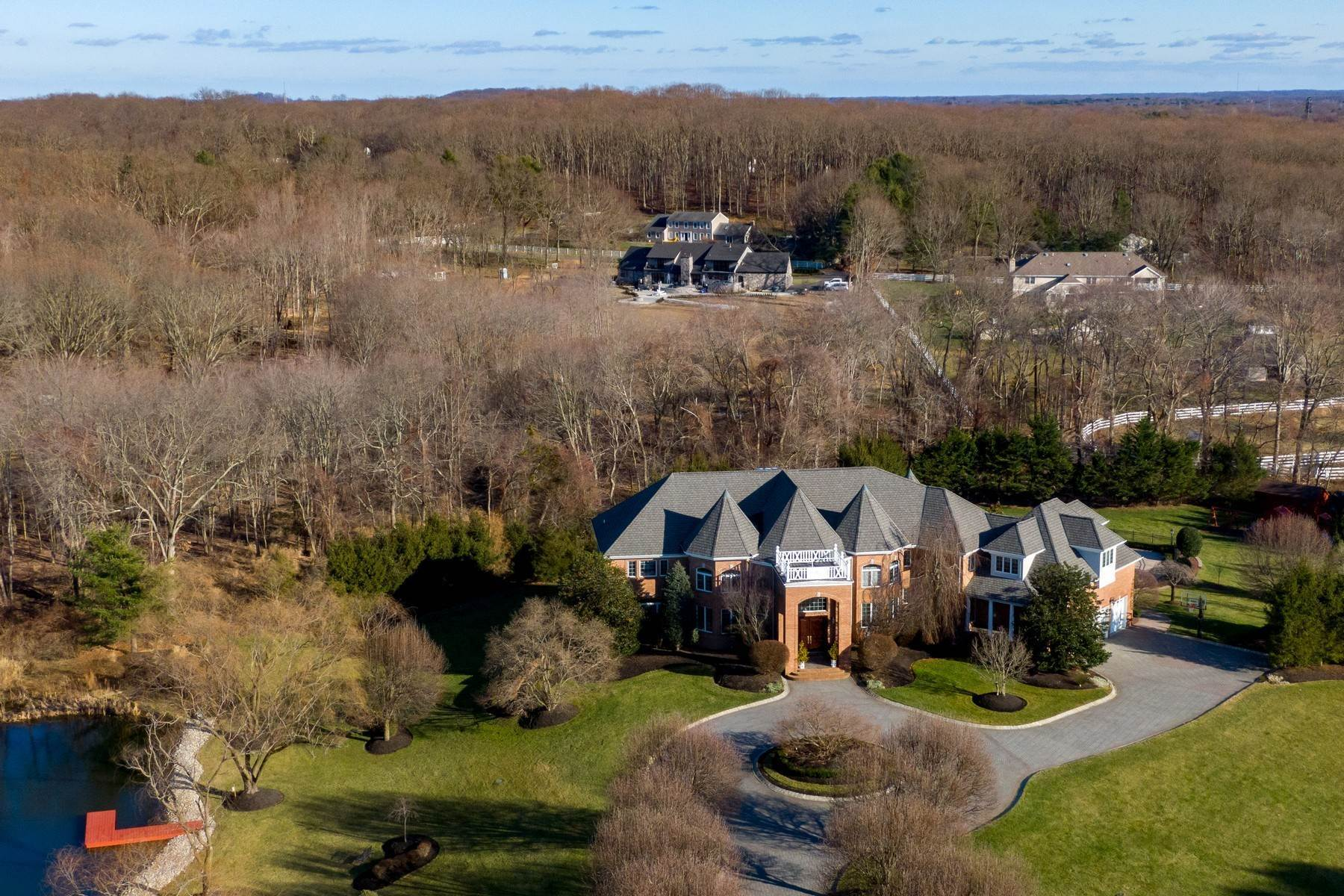 Single Family Homes pour l Vente à Live Palatial 4 Lexington Court Colts Neck, New Jersey 07722 États-Unis