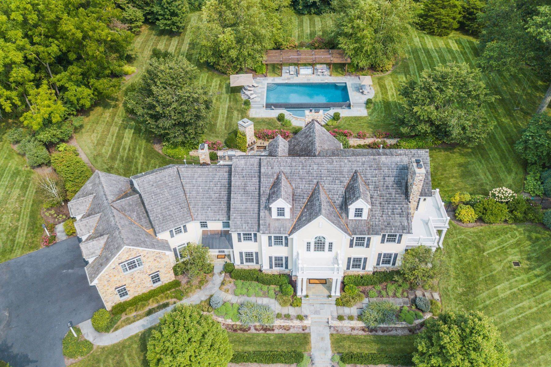 Single Family Homes pour l Vente à Quintessential Country Retreat 321 Hardscrabble Road Bernardsville, New Jersey 07924 États-Unis