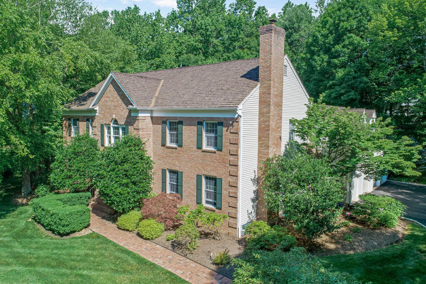 Single Family Homes للـ Sale في Stately Brick Front Custom Colonial 1 Brushwood Drive Bernardsville, New Jersey 07924 United States