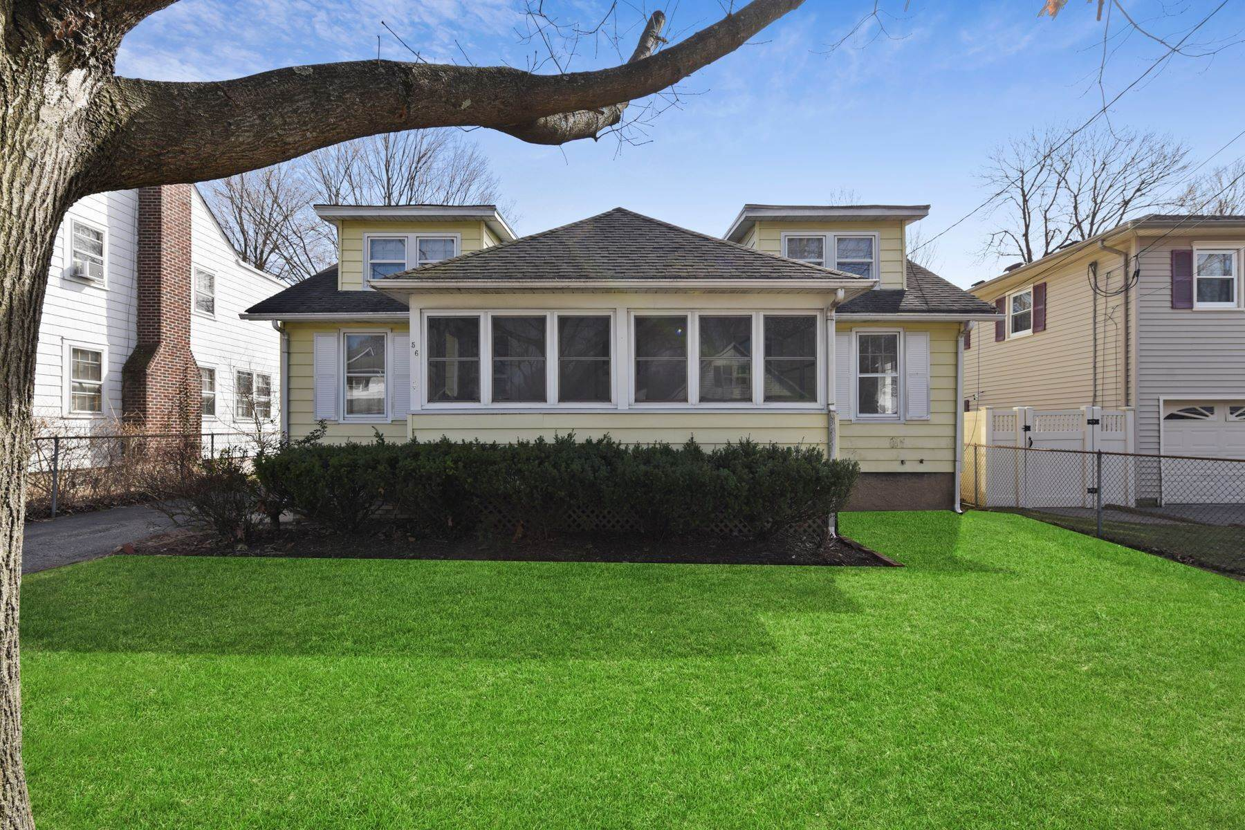 Single Family Homes 為 出售 在 In Town Location! 56 Maple Avenue Morris Plains, 新澤西州 07950 美國