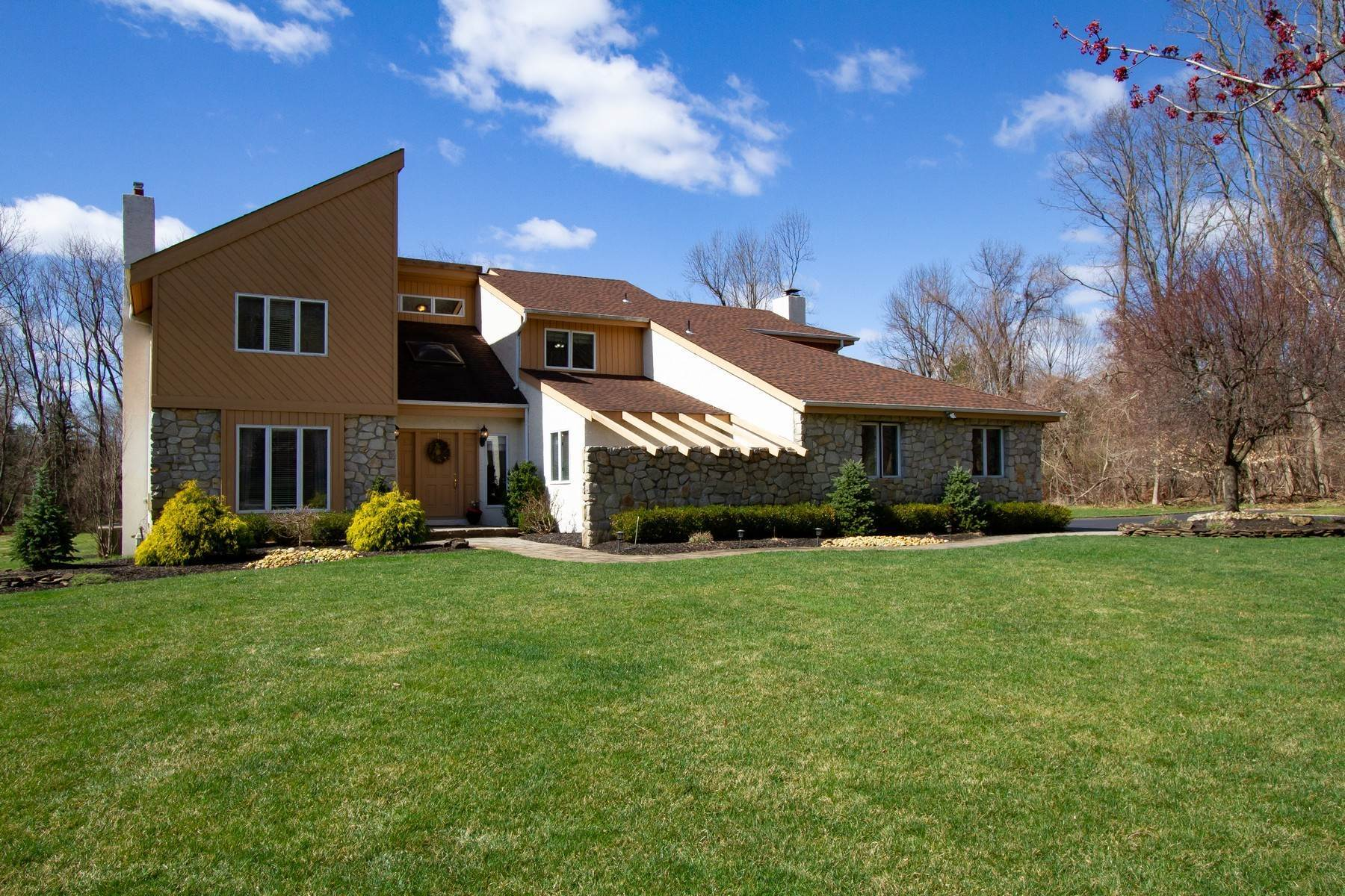 Single Family Homes pour l Vente à LIVE Inspired 43 Spruce Lane Colts Neck, New Jersey 07722 États-Unis