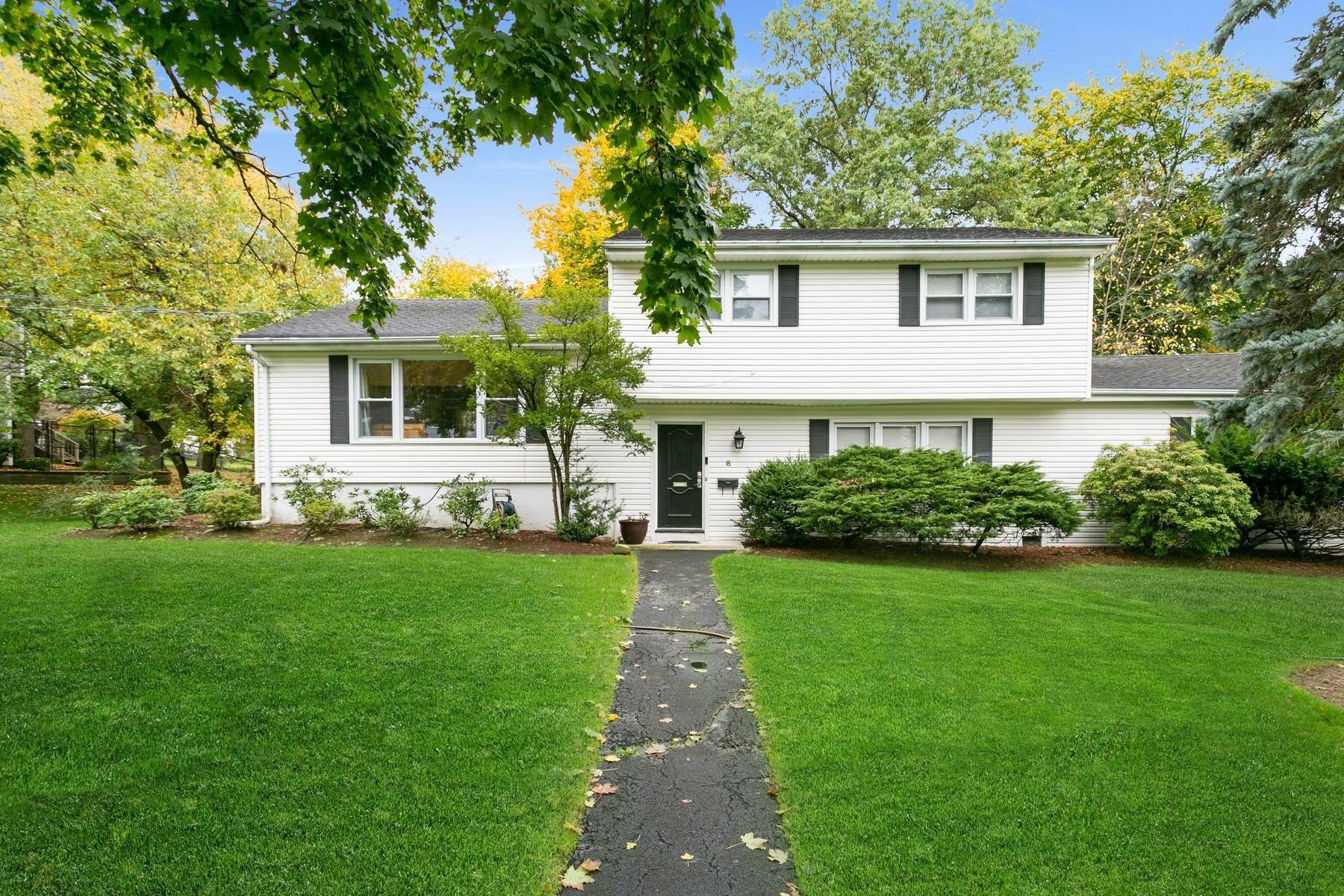 Single Family Homes الساعة Welcome Home! 8 Taylor Drive Closter, New Jersey 07624 United States