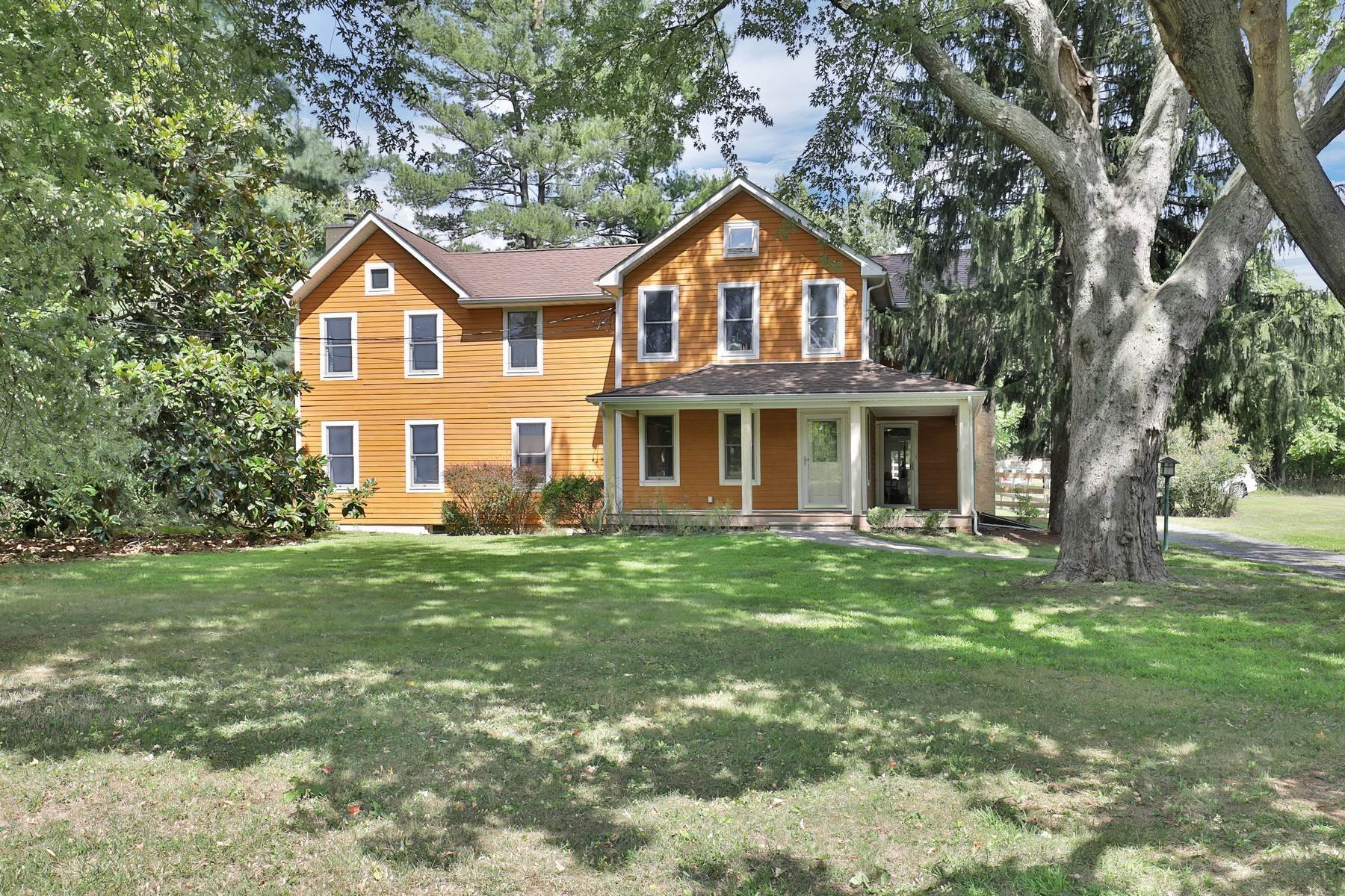 Single Family Homes pour l Vente à Charming Farm 151 Dutch Lane Road Colts Neck, New Jersey 07722 États-Unis