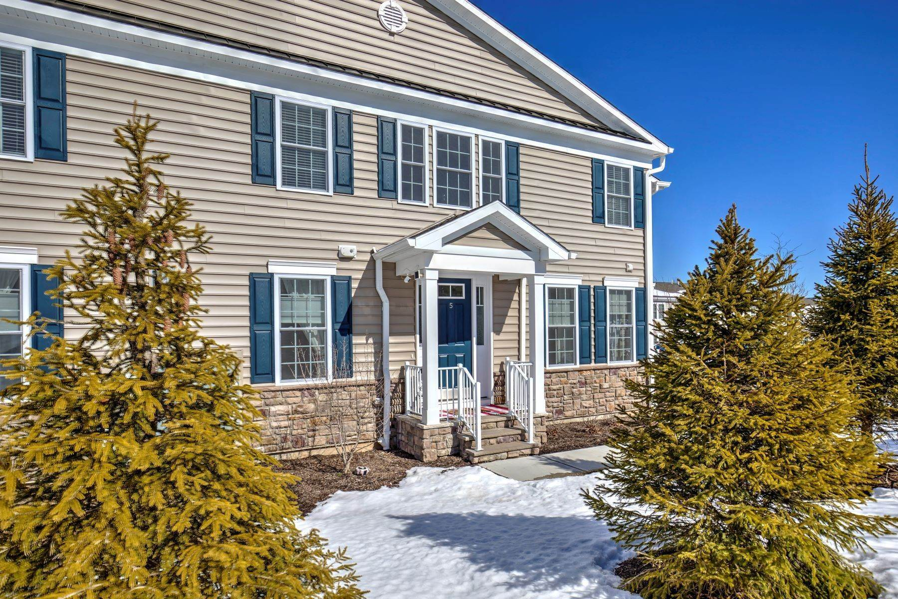 townhouses for Sale at Immaculate Claremont End Unit Townhome 5 Dana Court Morris Township, New Jersey 07960 United States