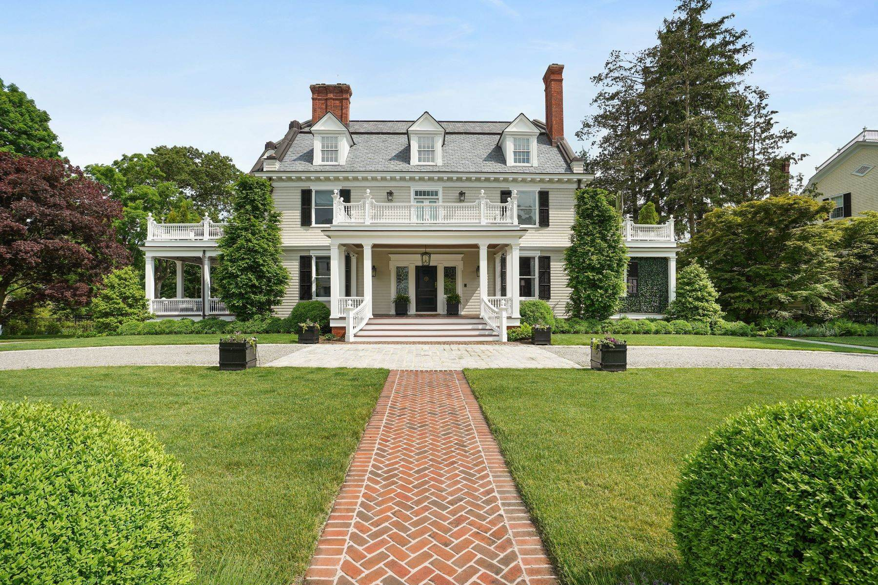Single Family Homes للـ Sale في A Journey Into A Sophisticated Lifestyle 76 Miller Road Morristown, New Jersey 07960 United States