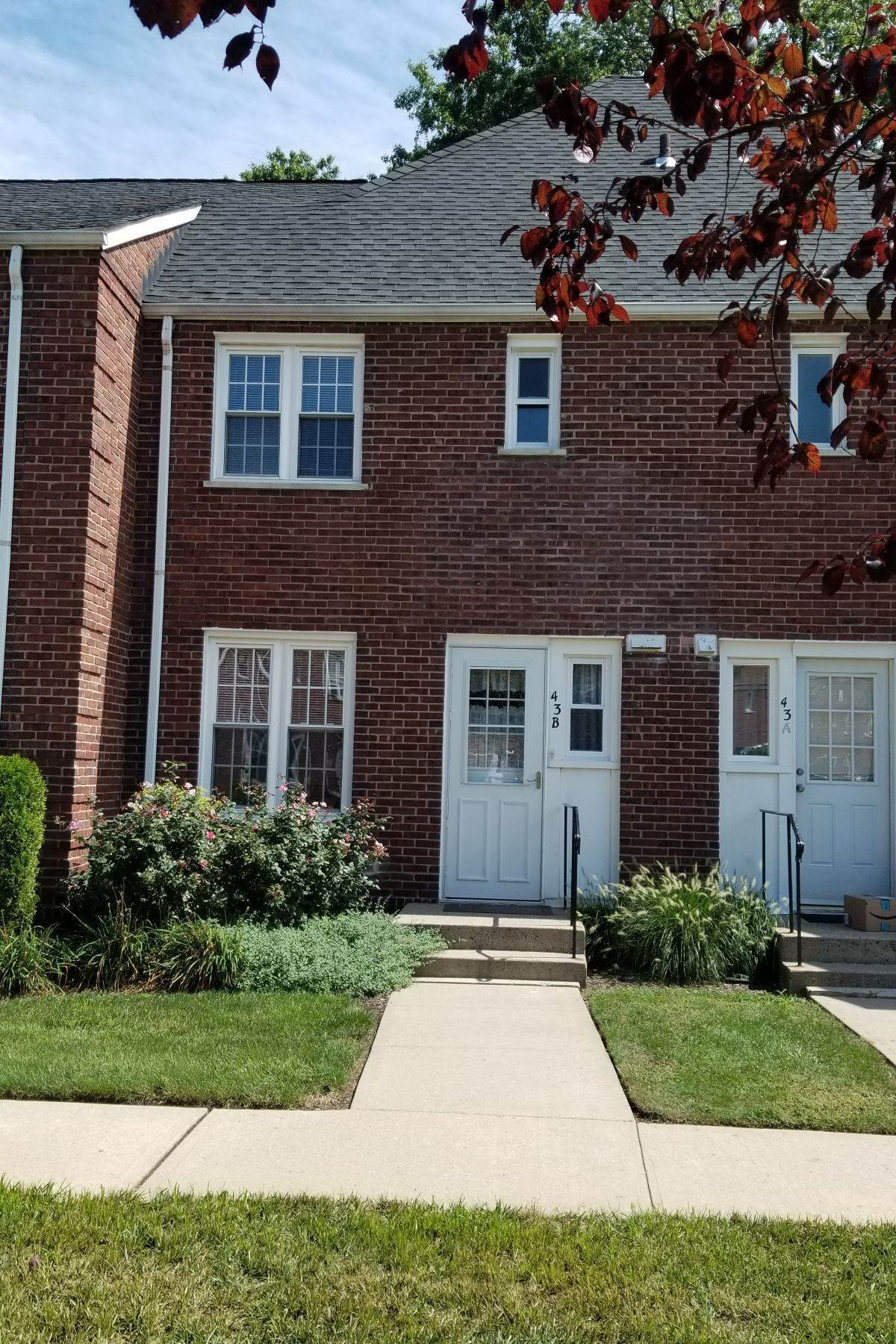 townhouses at Two Bedroom Townhouse 43 Parkway Village, #B Cranford, New Jersey 07016 United States