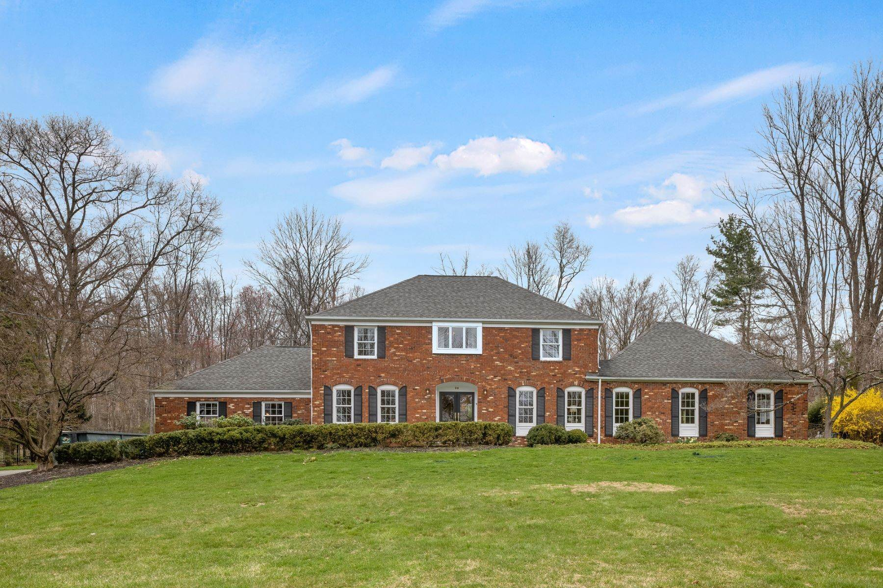 Single Family Homes للـ Sale في Gracious and Classic Colonial 39 Mount Pleasant Road Mendham, New Jersey 07945 United States