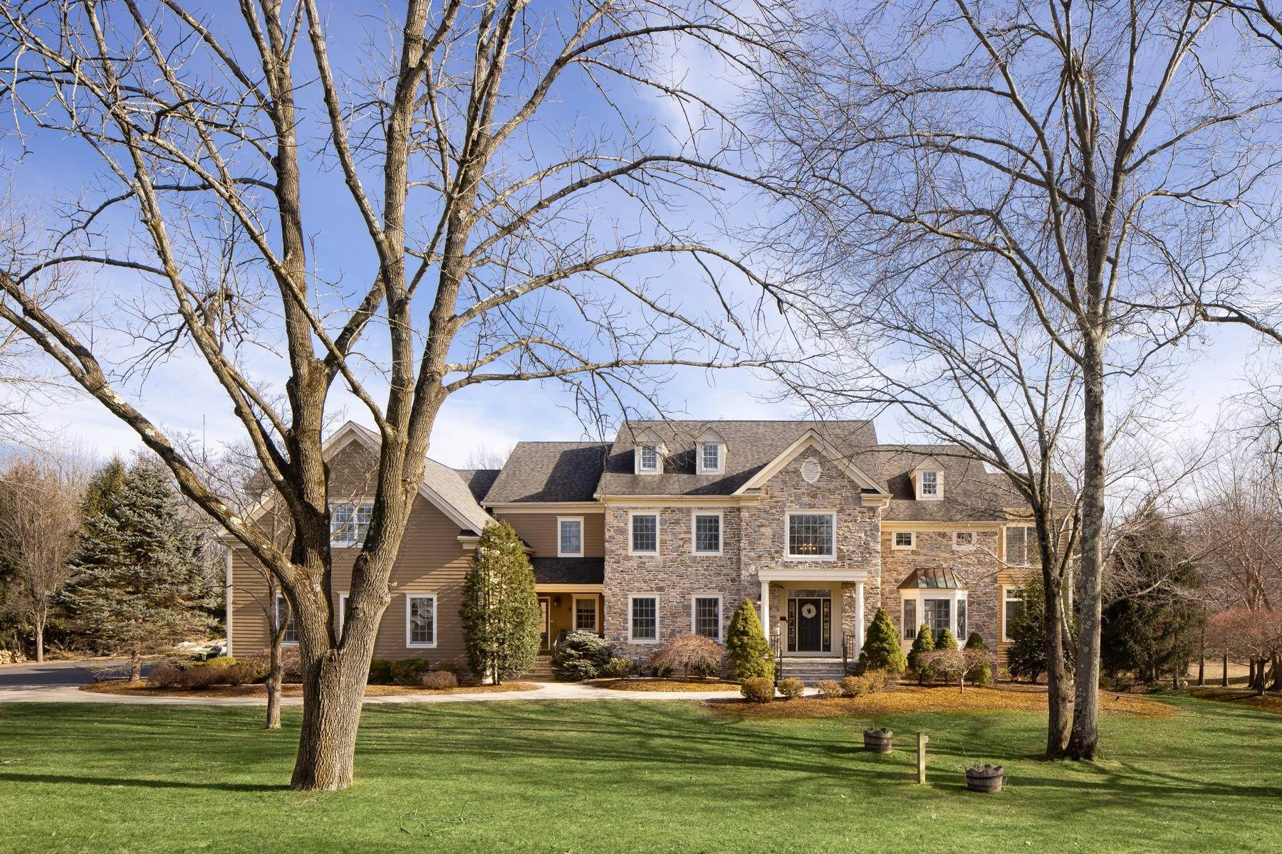 Single Family Homes pour l Vente à Emerald Valley Perfection 15 Emerald Valley Lane Basking Ridge, New Jersey 07920 États-Unis