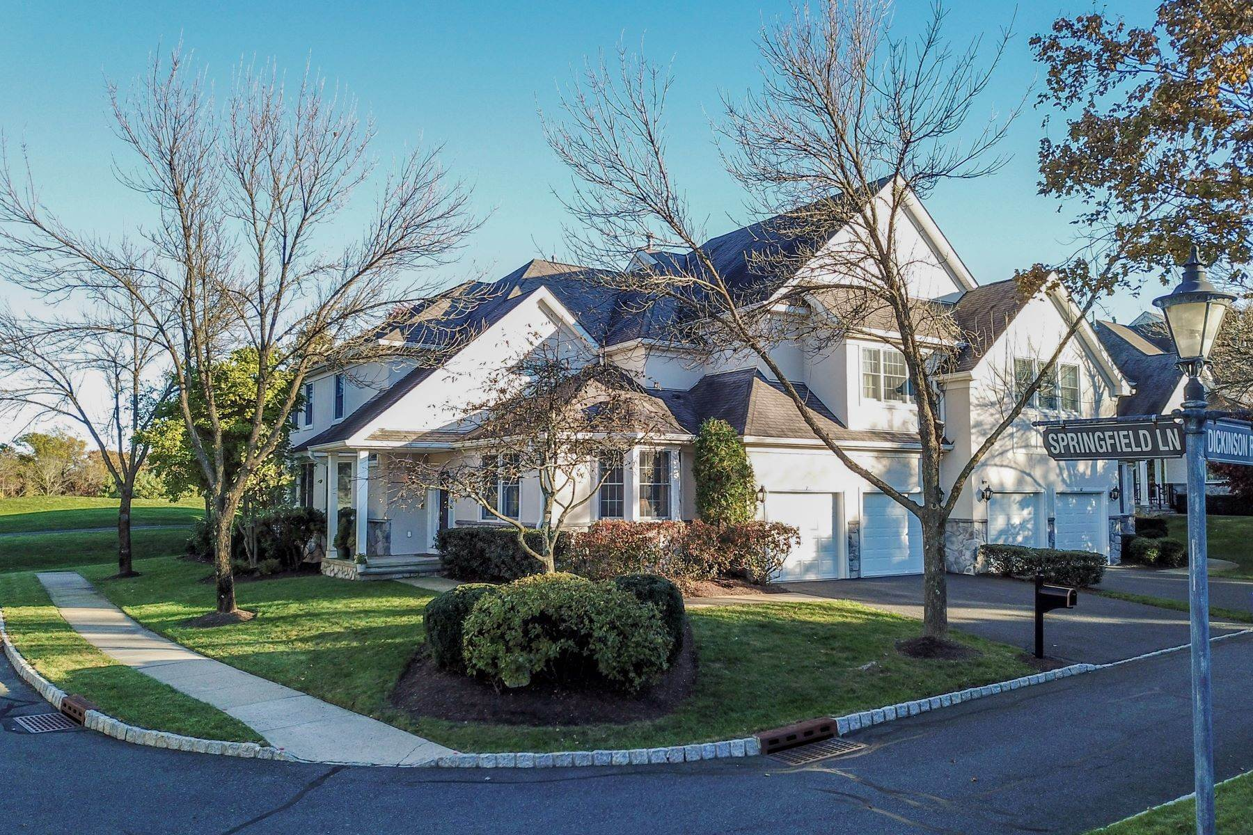 townhouses per Vendita alle ore Extraordinary Amherst Mews Townhouse 7 Springfield Lane Basking Ridge, New Jersey 07920 Stati Uniti
