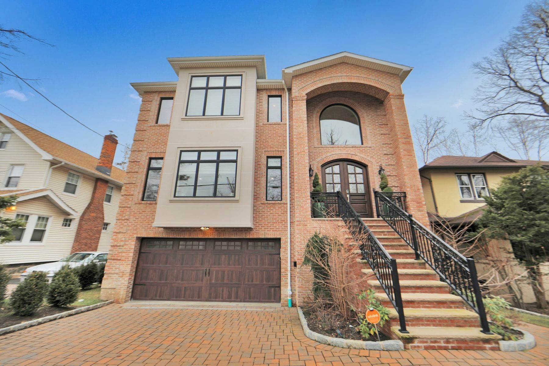 Single Family Homes için Satış at Location! Location! 1144 Abbott Blvd Fort Lee, New Jersey 07024 Amerika Birleşik Devletleri