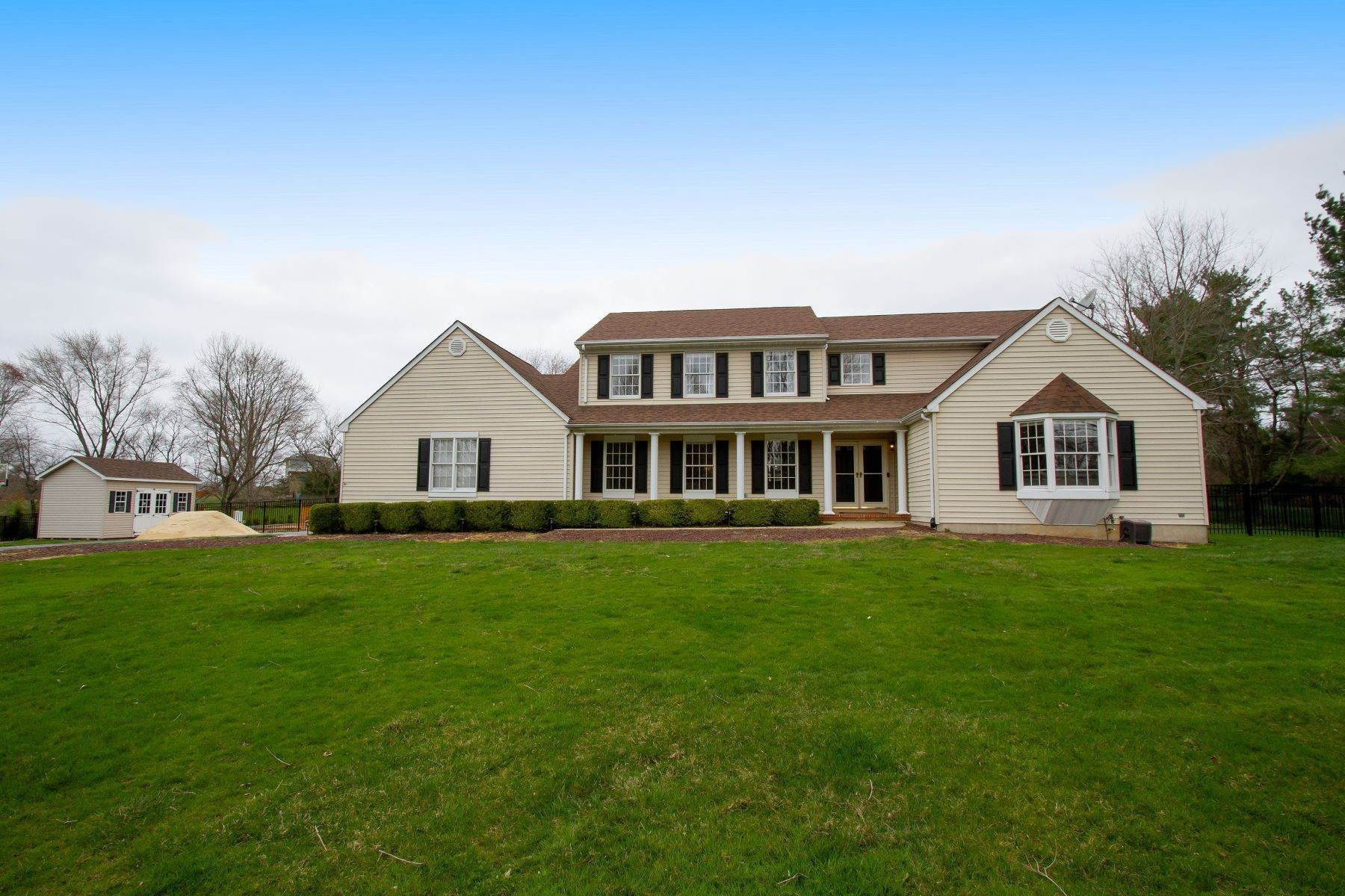 Single Family Homes pour l Vente à 19 Red Hawk Road S 19 Red Hawk Rd S Colts Neck, New Jersey 07722 États-Unis